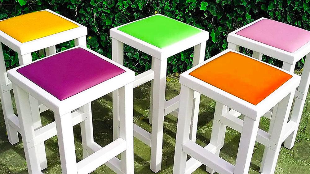 Sgabelli colorati in legno massello