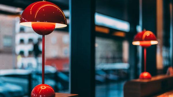 lampada da tavolo rossa