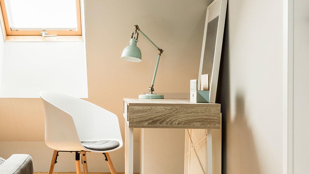 esempio lampada di design su scrivania