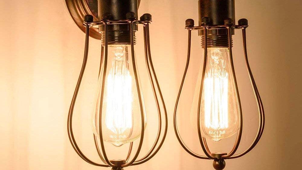 dettaglio due lampade da esterno
