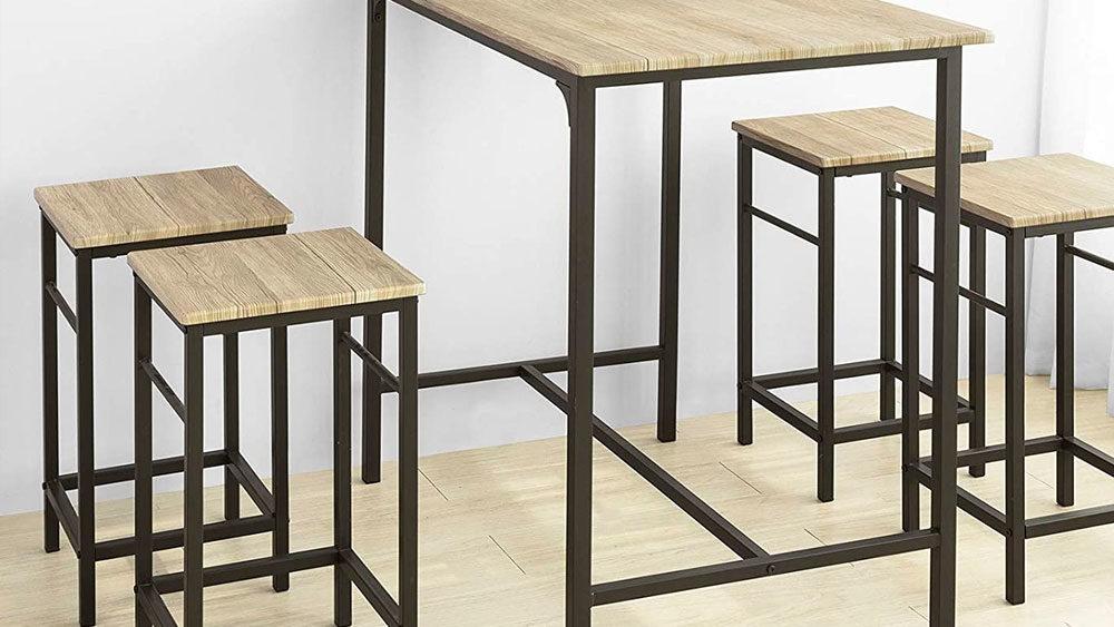Tavolo con 4 sgabelli in legno