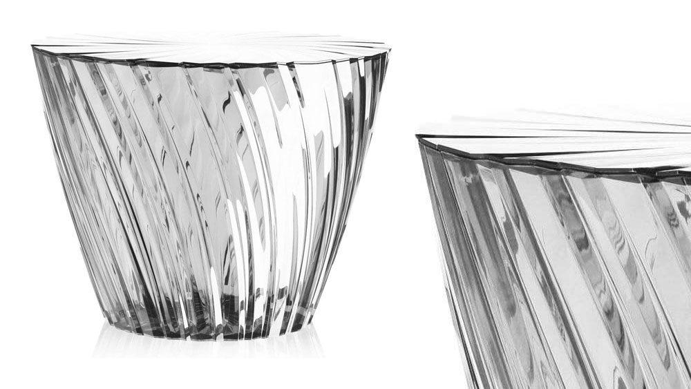 una coppia di tavolini dal design moderno