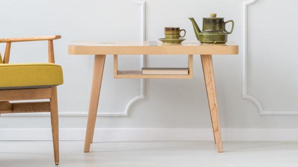 tavolino di design con servizio da te