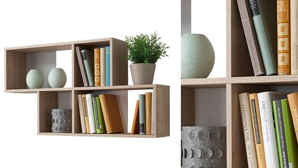 mensole di design in legno per il soggiorno con all'interno libri e oggetti