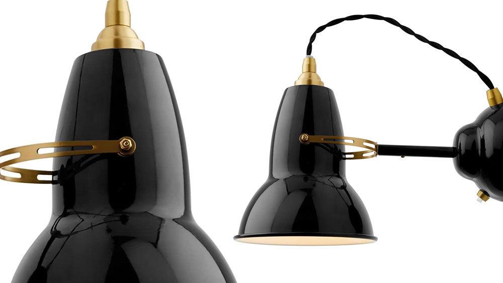 Lampade nera e ottone per la camera da letto