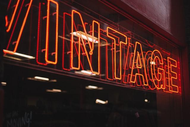 scritta illuminata vintage